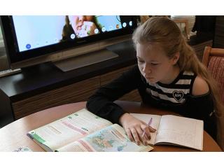 В ГД внесли проект о запрете дистанционного обучения в начальной и средней школе.